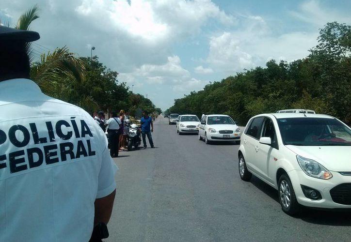 La Policía Federal realiza un operativo de vigilancia en las carreteras federales para prevenir accidentes. (Rossy López/SIPSE)