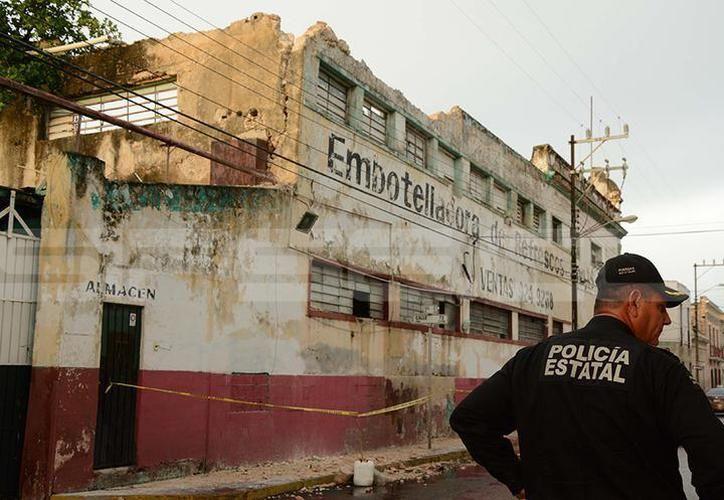 La ex embotelladora Sidra Pino, es uno de los predios en el centro de Mérida, que están en peligro de caer y requieren ser demolidos en parte o en totalidad. (SIPSE)