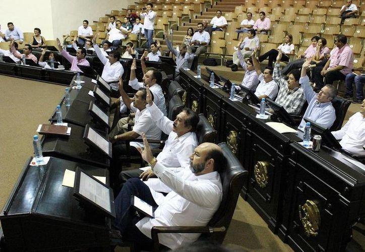 Diputados votan para aprobar las leyes electorales. (SIPSE)