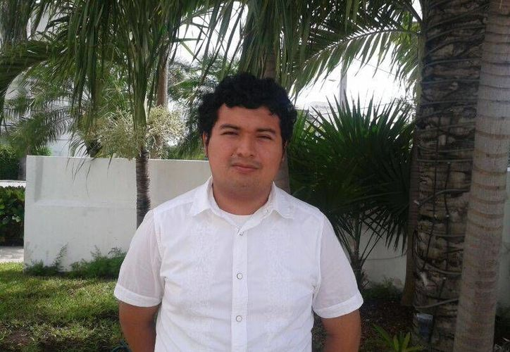 Alin Abad Cobá Canul espera lanzar su creación a finales de año. (Sergio Orozco/SIPSE)