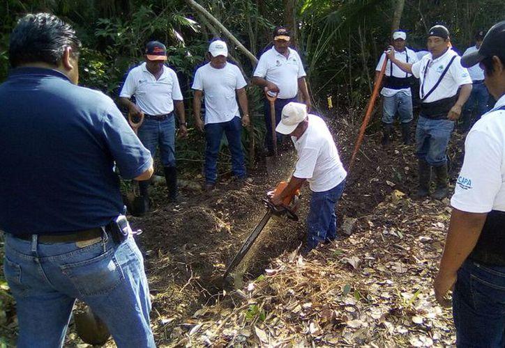 Los trabajadores de CAPA arreglaron el desperfecto. (Raúl Balam/SIPSE)