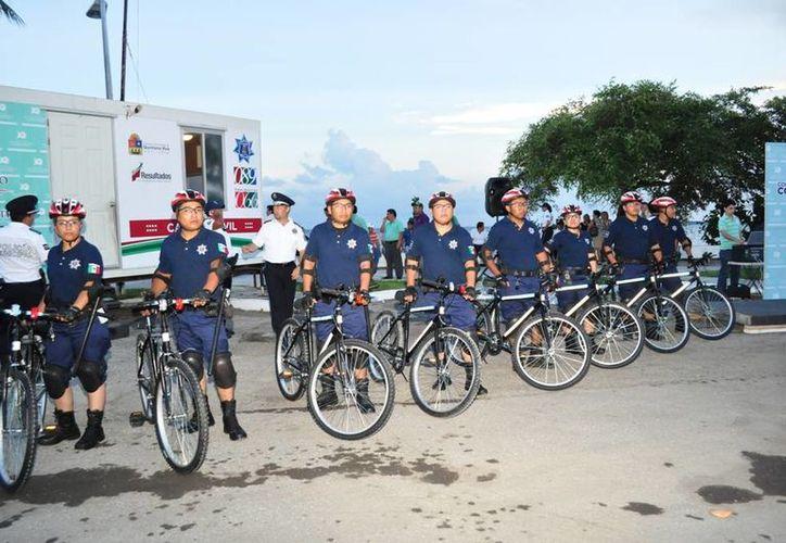 Los policías que integran el equipo de vigilancia están capacitados para proceder ante posibles delitos. (Cortesía/SIPSE)