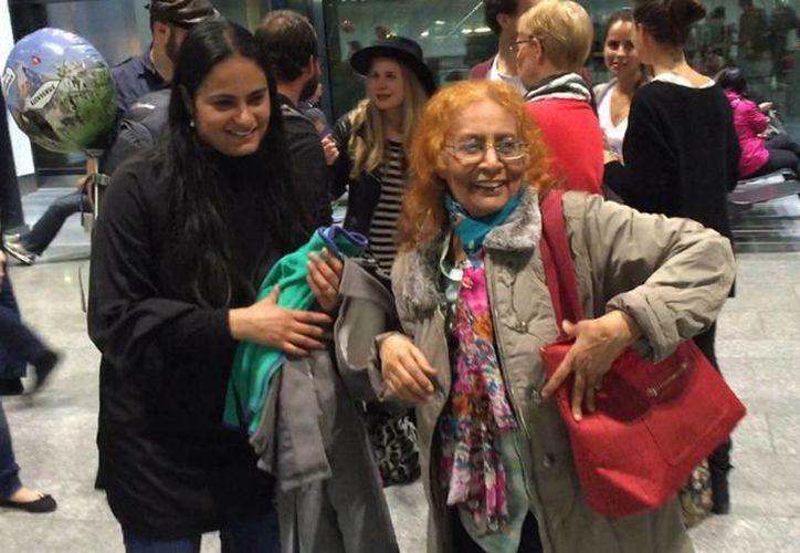 La Secretaría de Relaciones Exteriores (SRE) informó que puso en marcha un operativo de protección consular a fin de brindar asistencia a la ciudadana mexicana Nasra Abdulaziz Bashiry (d), quien decidió abandonar Yemen para reunirse con su familia en Suiza. (Notimex)