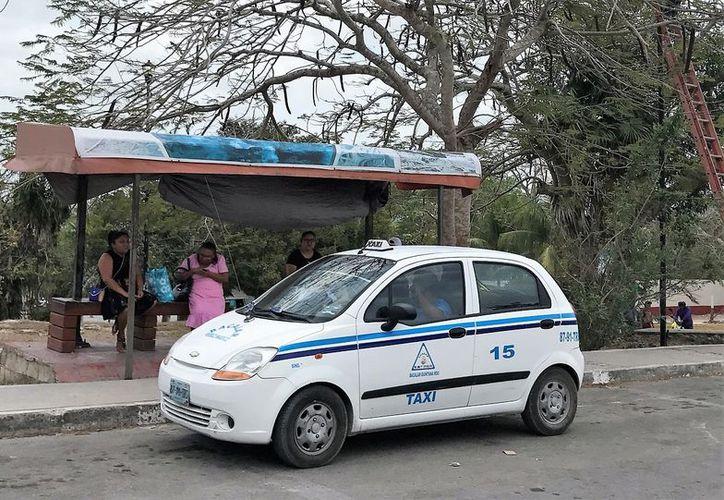 Los trabajadores del volante ven con malestar la propuesta que se analiza en el Congreso local para que Uber opere en el estado. (Javier Ortiz/SIPSE)