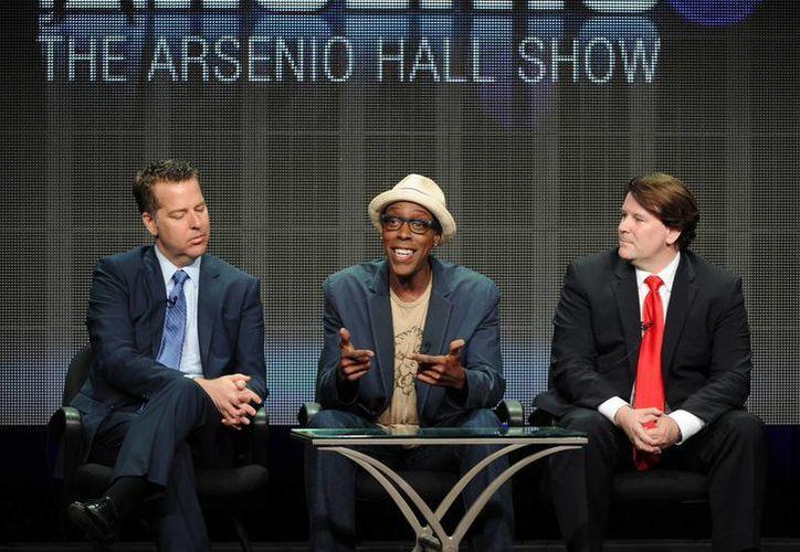 """Cuando Arsenio Hall (c) encabezó su proyecto original en 1989, fue visto como la alternativa fresca a Johnny Carson y """"The Tonight Show"""" de NBC. (AP)"""