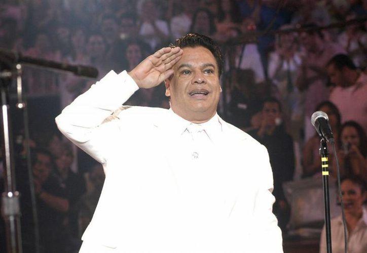 La gente despidió a Juan Gabriel en el Paseo de la Fama de Hollywood. (Notimex)