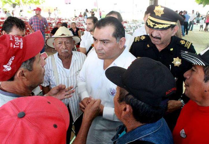 El secretario General de Gobierno, Víctor Caballero Durán, escuchó con atención la solicitud de los ganaderos de reforzar la seguridad. (Milenio Novedades)