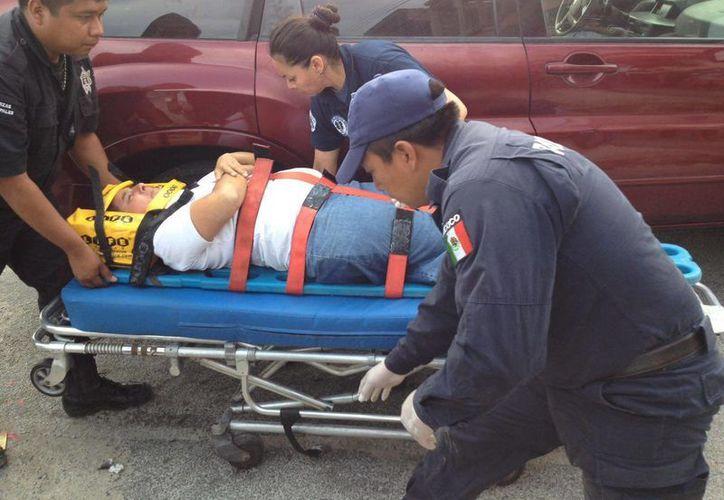 Un señor que ayudaba a su hijo a construir un tinglado en su casa en Hunucmá, cayó desde lo alto, se golpeó y falleció. (Foto de contexto de SIPSE)