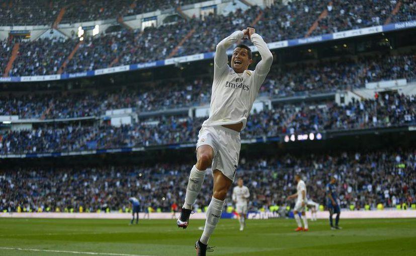 Cristiano Ronaldo marcó al minuto 38  el último tanto con el que el Madrid goleó 4-1 al Getafe para colocarse tercero en la Liga de España. (AP)