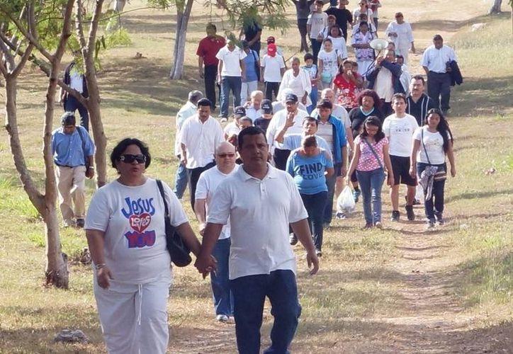 Las actividades por un país sin violencia se llevaron a cabo en el Parque de la Paz y el Paseo Verde. Imagen de la caminata convocada por Hector Hernán García Castellano. (Milenio Novedades)