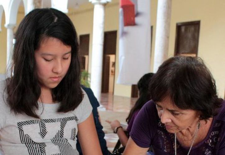 El curso lo imparte la artista Eugenia Cortés. Pueden participar jóvenes a partir de los 14 años de edad. (Milenio Novedades)