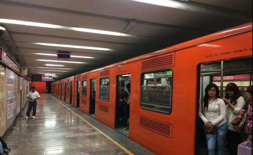 A partir de 2016, los tres primeros vagones de los trenes son exclusivos de mujeres de lunes a domingo de 05:00 a 00:00 horas. (twitter/@mexiterraneo)