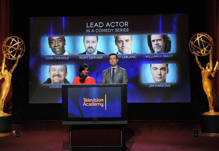 Mindy Kaling y Carson Daly fueron los encargados de revelar a los nominados de los premios Emmy, en Los Angeles, California. (Agencias)