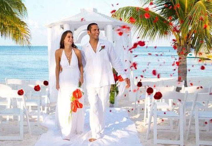 Cancún y la Riviera Maya se colocan entre los destinos mexicanos más buscados por las parejas de novios que quieren casarse. (Contexto)
