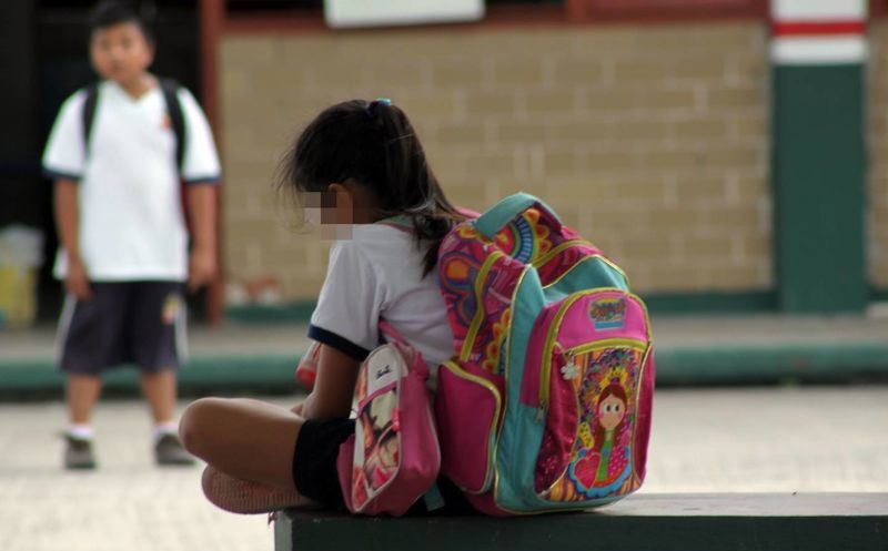 La niña agredida aseguró que no quiere regresar a la escuela y amenazó con  encerrarse en f41bc485786