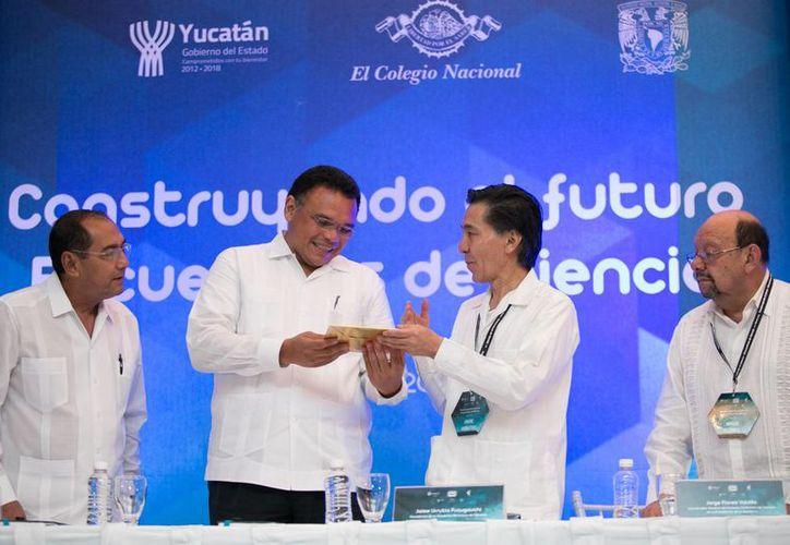 El gobernador Rolando Zapata presente en el inauguración de la Reunión Nacional 'Construyendo el futuro-encuentros de ciencia'. (Foto cortesía del Gobierno de Yucatán)