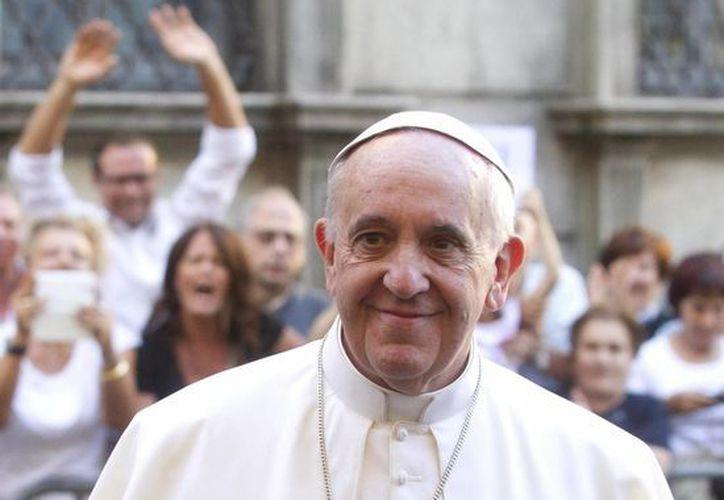 El Papa realizó por la mañana de este viernes una visita sorpresa a los carpinteros y obreros de la central térmica del Vaticano. (Archivo/EFE)