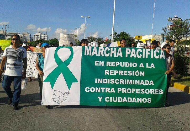 Aproximadamente tres mil personas conforman la marcha. (Archivo/SIPSE)