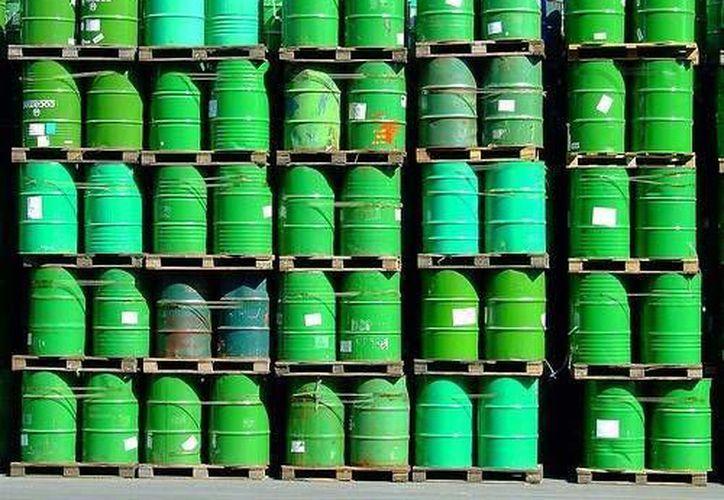 La tendencia del petróleo parece seguir a la baja: desde junio pasado ha caído un 55%. (Archivo/SIPSE)