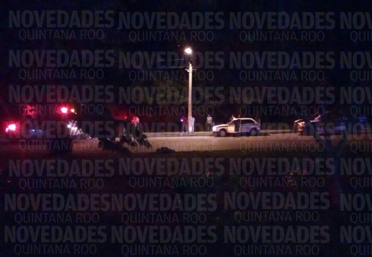 De acuerdo con información de testigos, una unidad se emparejó al taxi y le dispararon al hombre, que hasta el momento se reporta grave. (Eric Galindo/SIPSE)