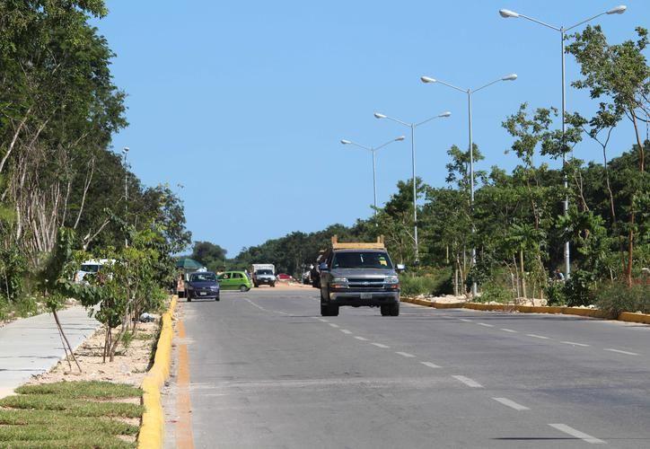 El gobierno de Solidaridad inició los trabajos de instalación de luminarias en el nuevo tramo de la avenida Lilis. (Octavio Martínez/ SIPSE)