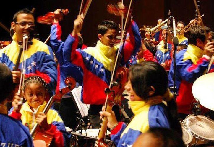 El Sistema Nacional de Orquestas y Coros Juveniles e Infantiles de Venezuela ha cambiado la vida a miles de niños y jóvenes. (Agencias)