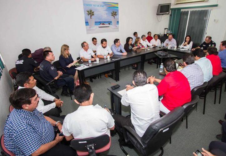En la reunión estuvieron presentes representantes de la Policía Federal, la Sintra, la SCT y la Secretaría de Gobierno de Quintana Roo, entre otros. (Redacción/SIPSE)