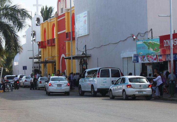 De acuerdo con la Sintra los taxis de 'sitio' no deben ser más caros que los demás. (Daniel Pacheco/SIPSE)