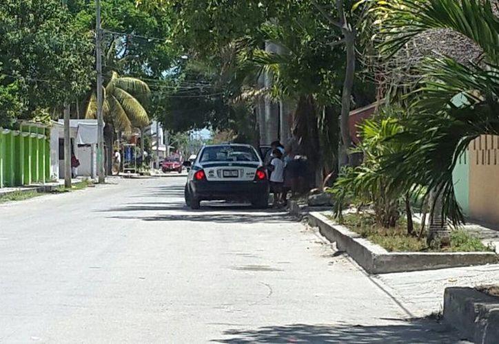 Un vehículo trasladó a los ciudadanos a votar. (Francisco Naranjo/SIPSE)