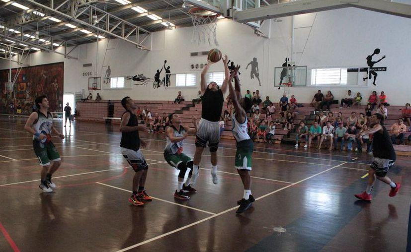 La serie comenzó el sábado tras emotiva ceremonia de apertura en el gimnasio Nohoch Sukuun. (Miguel Maldonado/SIPSE)