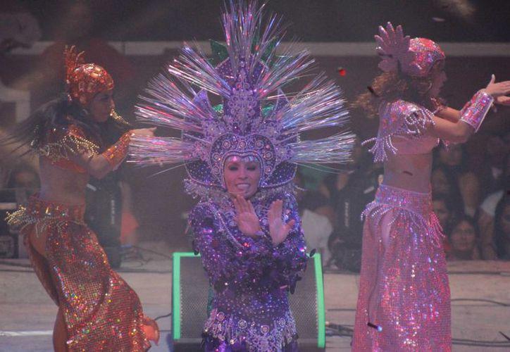 La cantante jarocha cumplió con su público en Cancún. (Israel Leal/SIPSE)