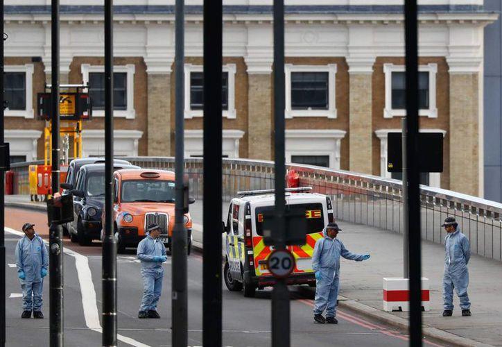 El atentado en el que perdieron la vida al menos siete personas el sábado en Londres, fue cometido por ISIS.  (El País)