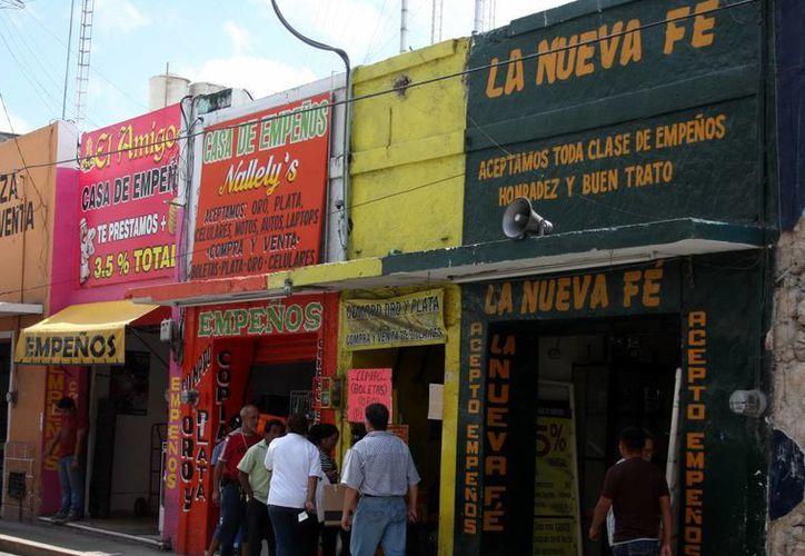 Los negocios de empeños han proliferado en la ciudad. (Milenio Novedades)