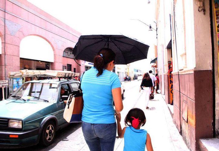El calor será intenso en las próximas 48 horas, pero se prevén lluvias el martes, por una onda tropical. (José Acosta/SIPSE)
