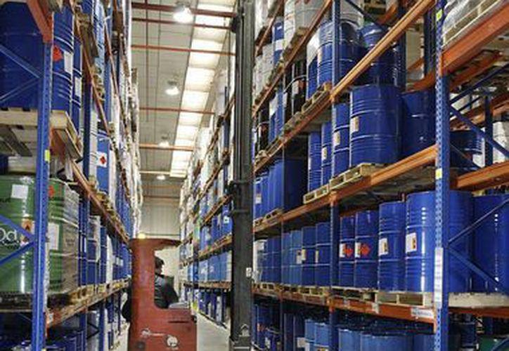 La SCT busca facilitar a los transportistas el reporte de traslado de sustancias peligrosas. (vadequimica.com)
