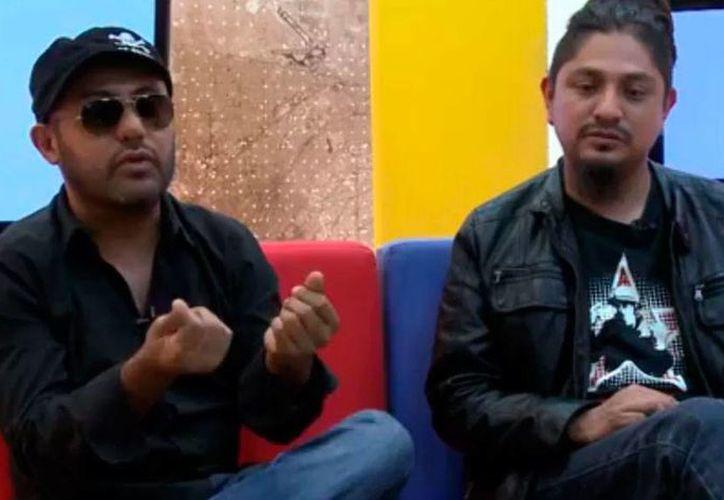 Monel (der.) y Felipe Bustamente hablaron sobre el estreno del videoclip de la canción 'Viernes de webeo'. (YouTube/NTX TV)