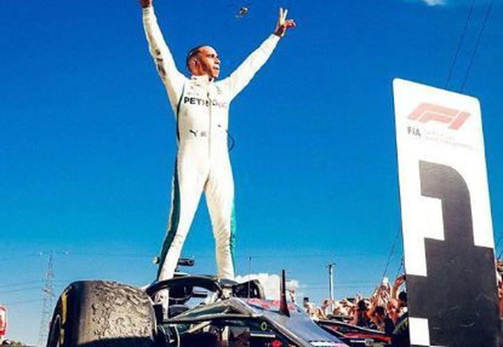 El piloto británico Lewis Hamilton aseguró el liderato. (Instagram)