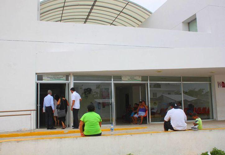 Durante el primer semestre de este año los casos confirmados de dengue en el Hospital General han sido menos que los de 2014. (Daniel Pacheco/SIPSE)