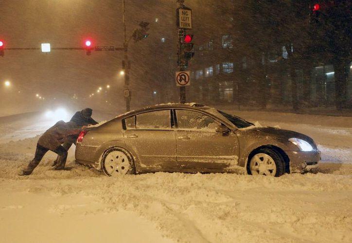 La peor tormenta de hielo en Canadá ocurrió en 1998 y dejó a millones de personas sin electricidad durante meses. (EFE)