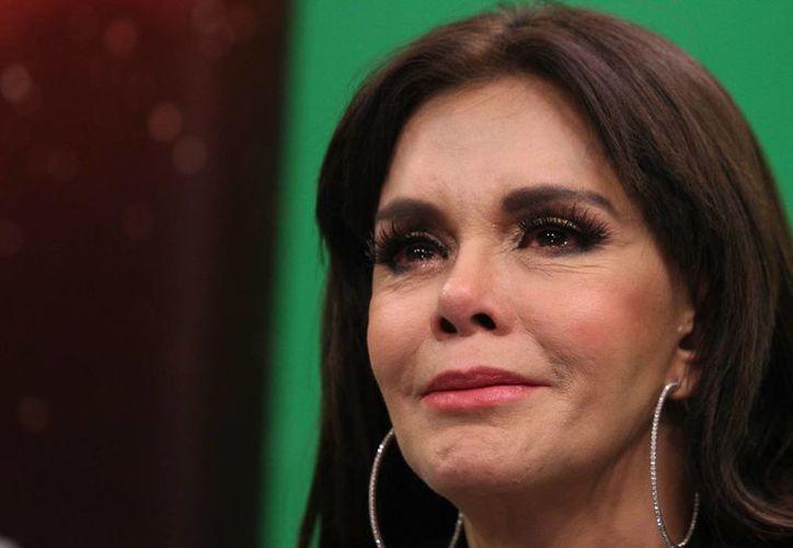La cantante Lucía Méndez durante la transmisión del programa 'Hola Familia', conducido por Juan Osorio y Angélica Palacios. La actriz descartó volver a la televisión por el momento. (Archivo/Notimex)
