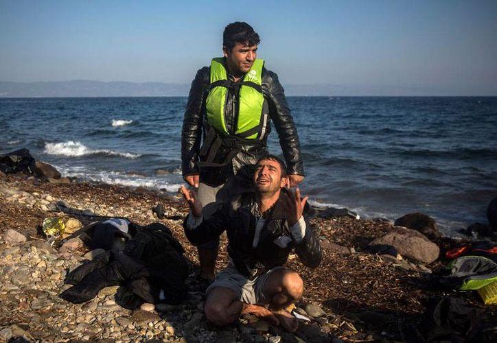 Varios migrantes fallecieron en el naufragio de una lancha de plástico, en el mar Egeo. En la imagen, migrantes llegan a la isla Lebos, en Grecia, procedentes de Turquía.
