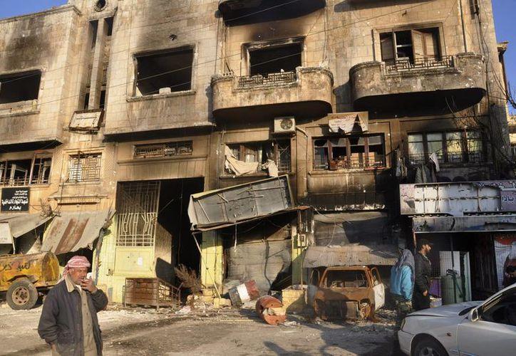 Vista de un edificio de la ciudad de Harem, en la periferia de Idleb, destruido por los bombardeos del régimen sirio, en enero de 2013. (EFE/Archivo)