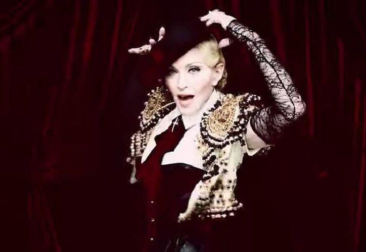 Madonna en su nuevo video, 'Living for love'. (Captura de pantalla de YouTube)