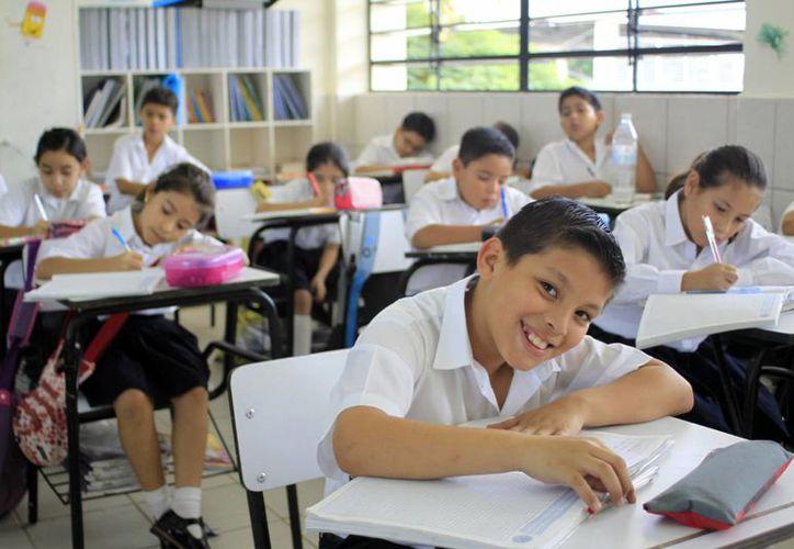 El empadronamiento se da en escuelas a maestros, alumnos y padres de familias en todo el país. (Archivo SIPSE)