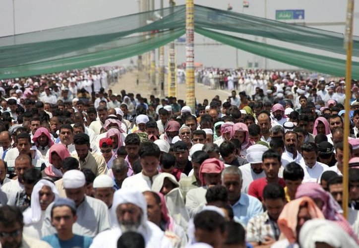 Iraquíes suníes participan en una protesta contra el Gobierno del país en Faluya, al oeste de Irak, el 17 de mayo de 2013. (EFE)