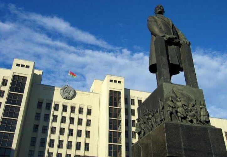 Muchos jóvenes se acercan con curiosidad para conocer el pasado comunista de Bulgaria. (Agencias)