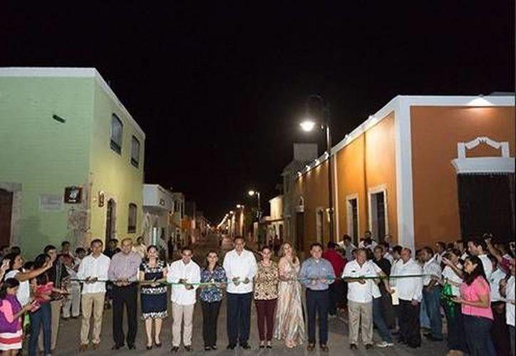 El gobernador de Yucatán presidió la entrega de obras de construcción y reconstrucción de calles en Samahil. (SIPSE)