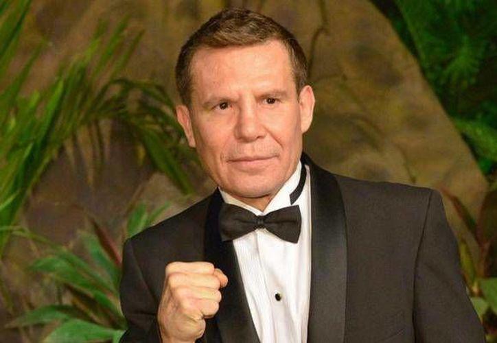 El mexicano Julio César Chávez forma parte del grupo de boxeadores que apoyan a Hillary Clinton en las elecciones de EU. (Notimex)