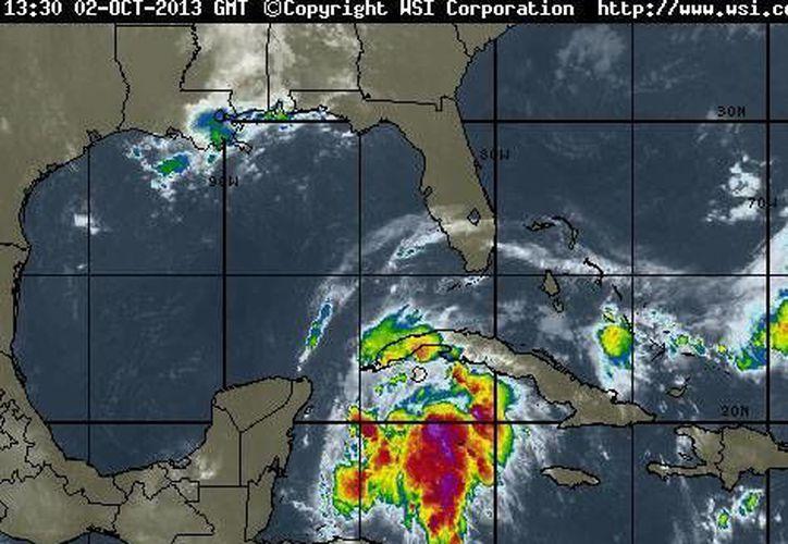 El sistema provocará chubascos, tormentas eléctricas y lluvias de moderadas a fuertes en la Península de Yucatán. (www.intellicast.com)