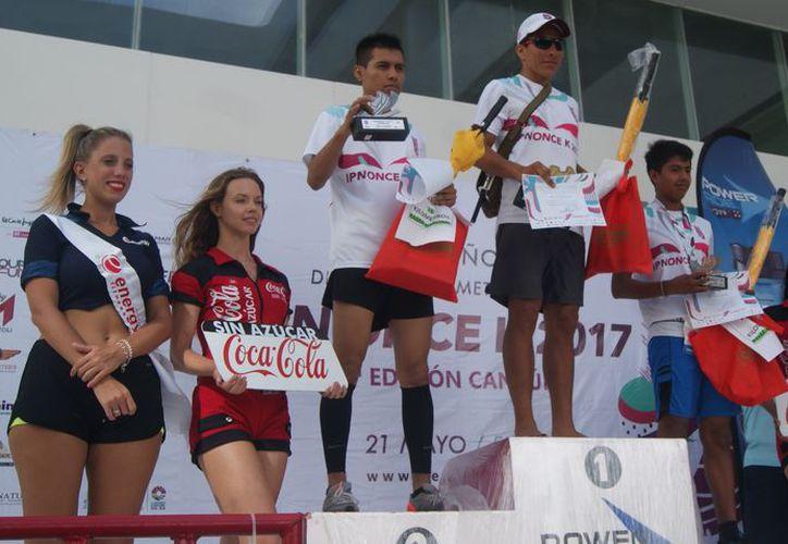 Los ganadores recibieron trofeos y premios de los patrocinadores. (Ángel Villegas/SIPSE)